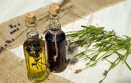 Wszechstronne właściwości oliwy z oliwek dostępnej w punkcie sprzedaży Kolebka Smaku